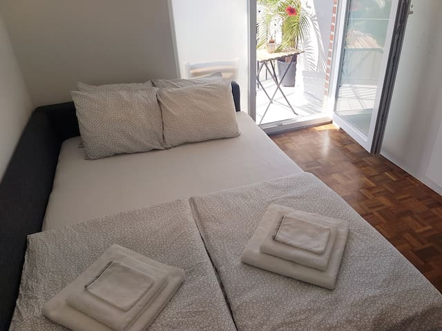 B&B, terrace and garage 2km from Ghent city center