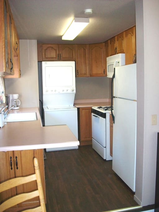 Full kitchen, stove, microwave, full fridge, kitchen sink & stocked with kitchen amenities. Private clothes washer & dryer.