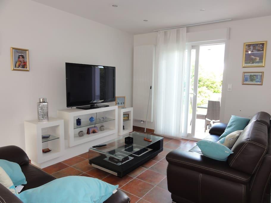 maison au c ur du pays bigouden maisons louer pont l 39 abb bretagne france. Black Bedroom Furniture Sets. Home Design Ideas