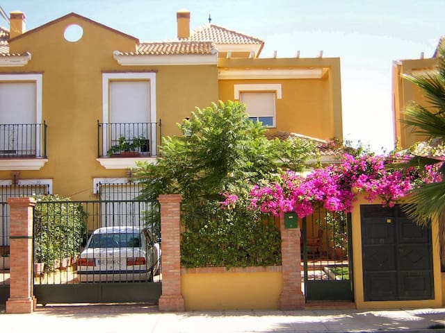 NICE HOUSE NEAR THE BEACH (CADIZ)
