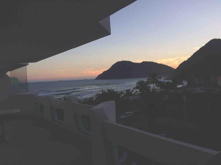 Praia do tombo, de frente para o mar