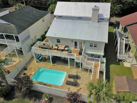 Marla J's-Private pool & only 3.5 blocks to beach!