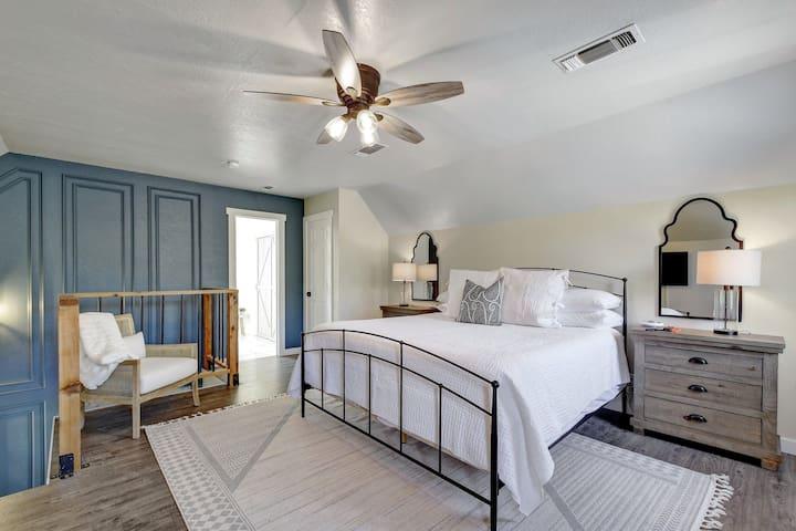 2nd Floor King Bedroom with en-suite bathroom.