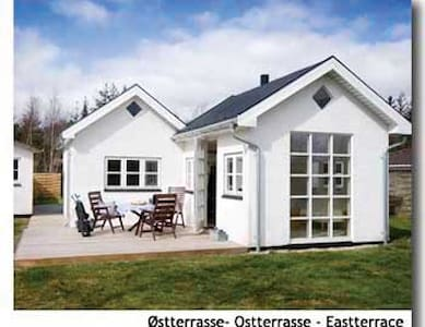 Cottage very close to the sea - Hytte