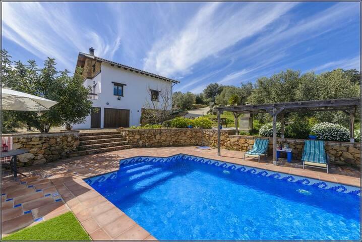 Villa La Buhardilla, para disfrutar con los hijos - El Gastor - Villa