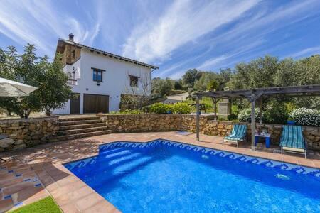 Villa La Buhardilla, para disfrutar con los hijos - El Gastor