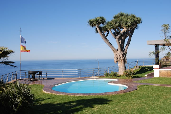 AMAZING VILLA OVER THE CLIFF WITH HEATED POOL