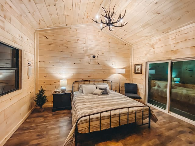 *Private & Secluded*- The Copper Cabin