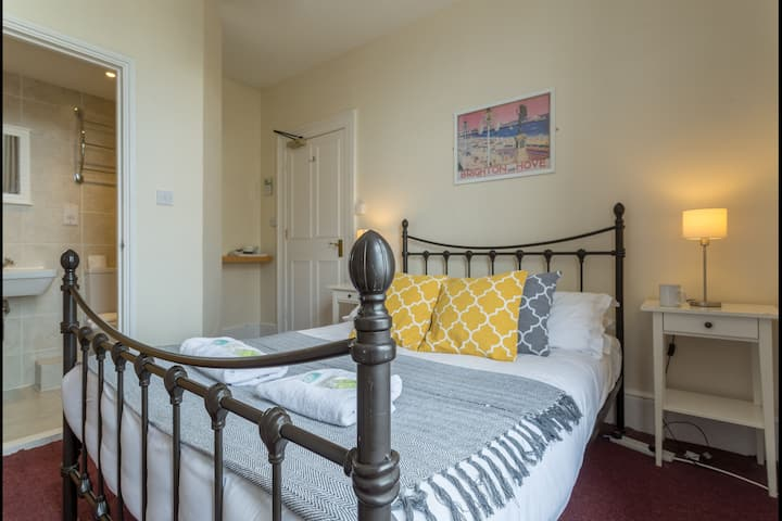 Double En Suite Private Room in Brighton!