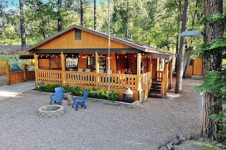Charming Cabin close to hiking, fishing, and more!