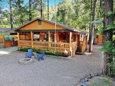 Charming Cabin close to hiking, skiing, and more!