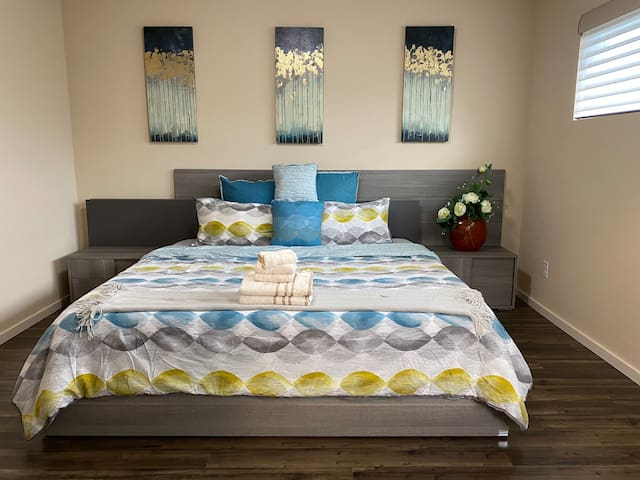Equipped with a set of high-end Italian King-size bed and side tables, blackout shades, a set of desk/chair and a spacious walk-in closet. Luxuriously soft bamboo/viscose sheet and a 14-inch thick memory foam mattress will enhance your sleep quality.
