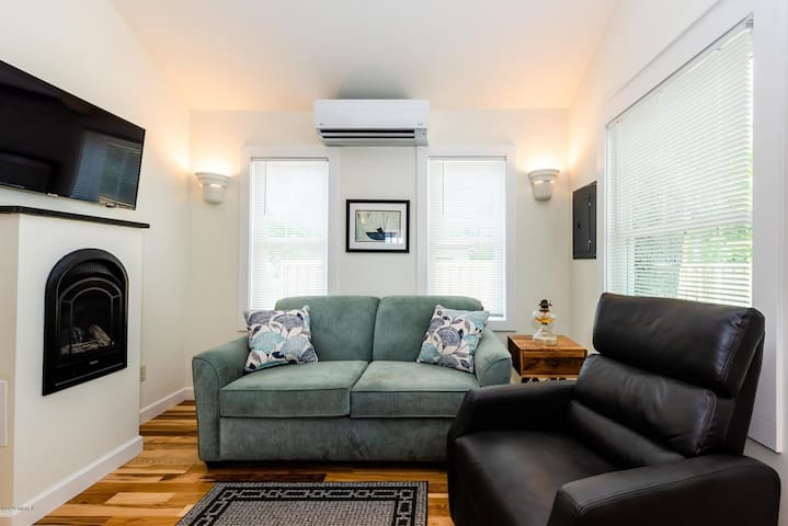 A spacious living room and with Samsung Smart TV for a better entertainment experience.