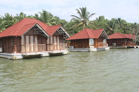 Floating cottage on Poovar Island - Villa