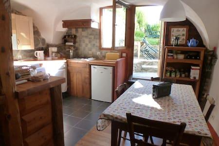 appartement 45 m² dans maison de village