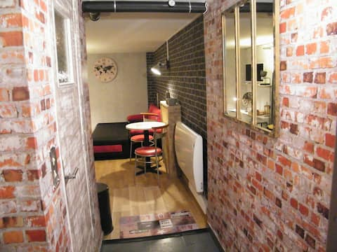 loft-tyylinen studio terassilla
