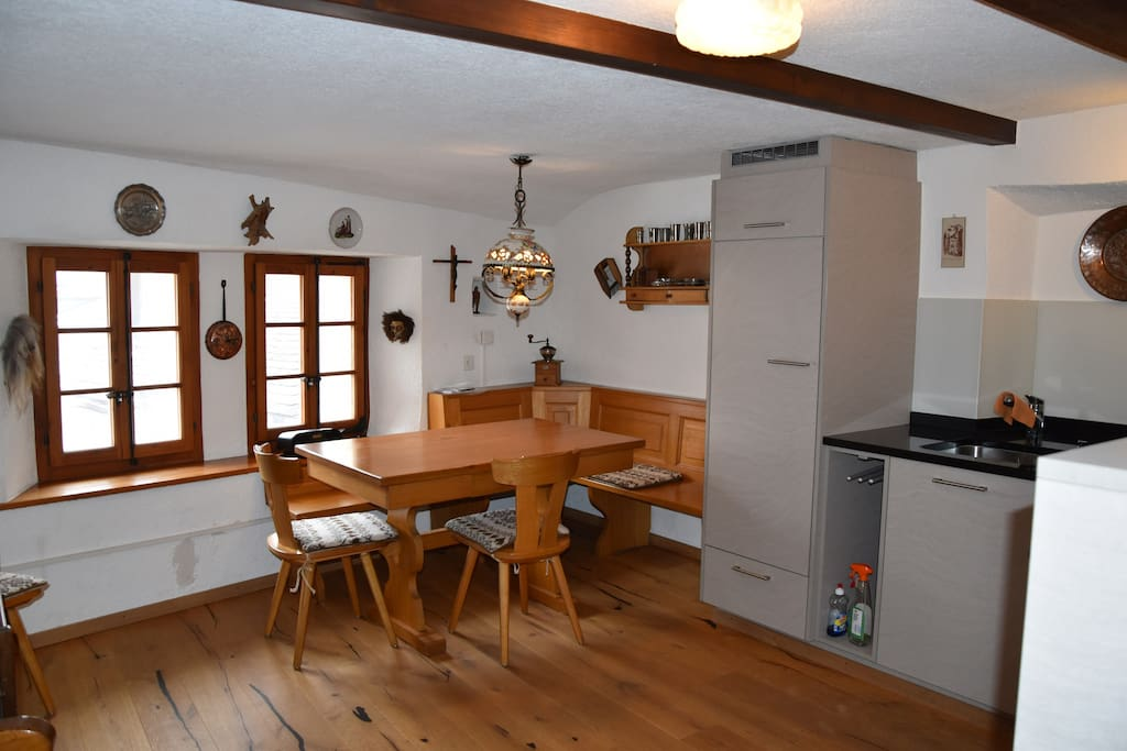Grosse Küche mit Eckbank