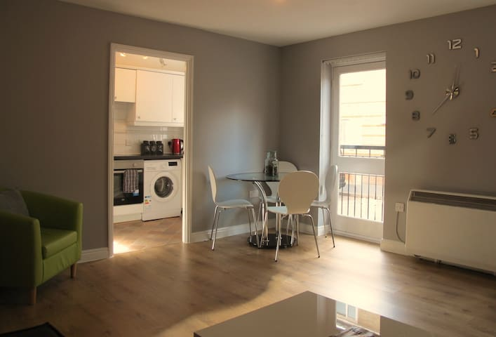 Wonderful 2 Bed Ground Floor Flat