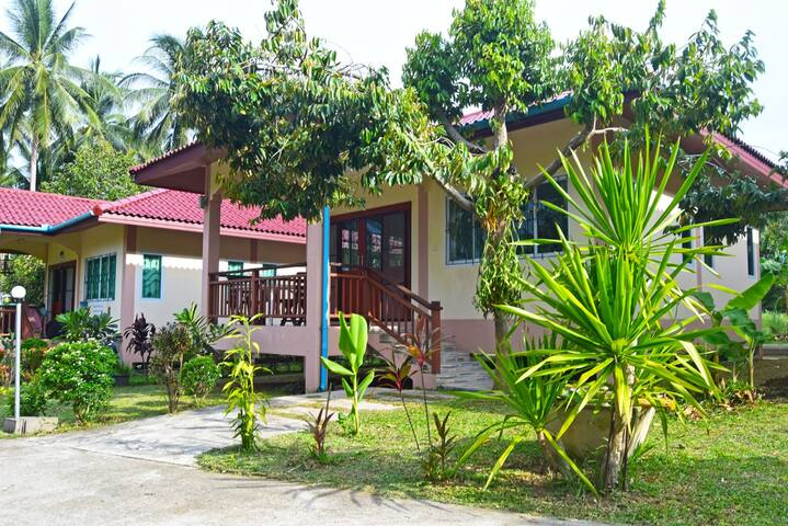BEST PRICE LAMAI: PEACEFUL HOUSE 1 BR GREEN GARDEN