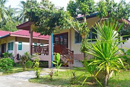 BEST PRICE LAMAI: PEACEFUL HOUSE 1 BR GREEN GARDEN