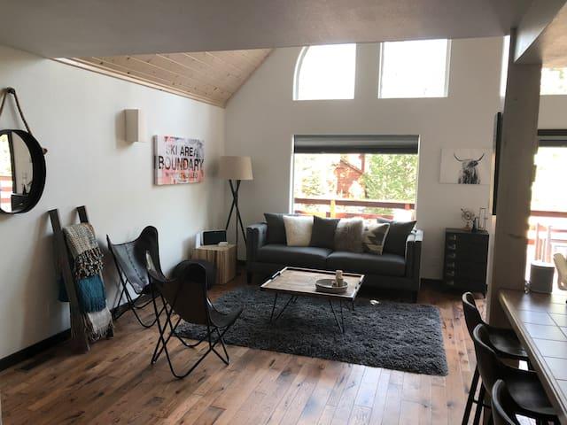 Chalet Aprés - a perfect modern mountain home