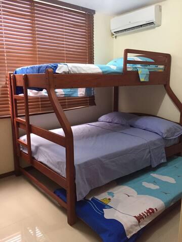 Room #2 with Bunk Bed 3 Levels Habitación #2 con litera 3 pisos