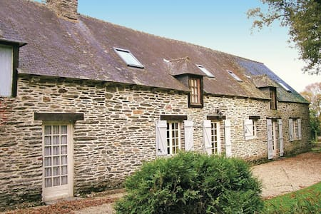 Holiday cottage with 4 bedrooms on 200m² in St Mayeux