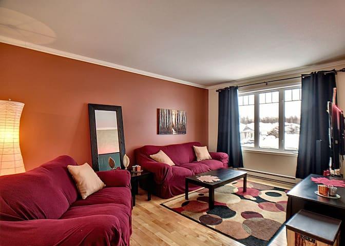 Chambre confortable située dans condo spacieux