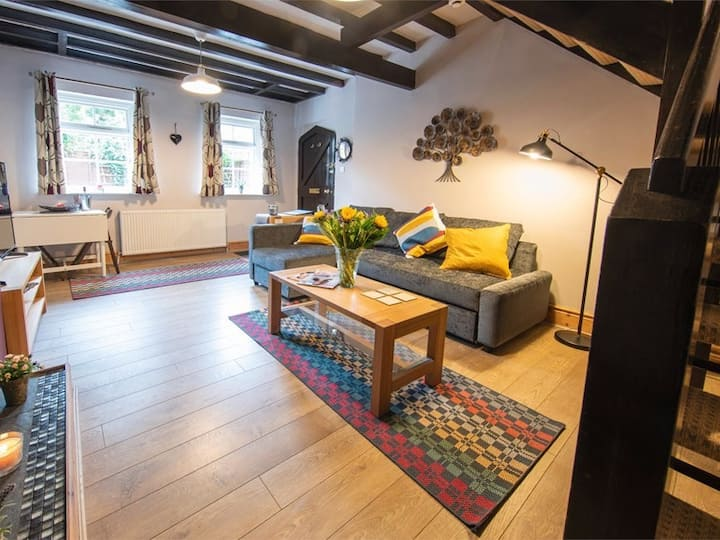 Beautiful Town Centre Mews Property