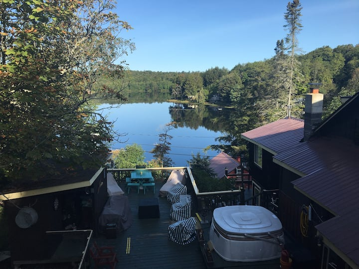 Large Lakehouse On Lake Desolation