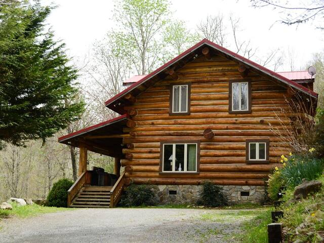 Cherokee large  Cabin 1 mile from Ski Slope/tubing