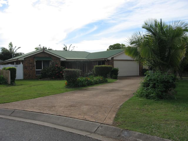 Comfortable home in quiet street - Rothwell - Inap sarapan