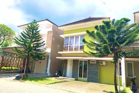 2 Bedroom House at Springhill Garden Malang