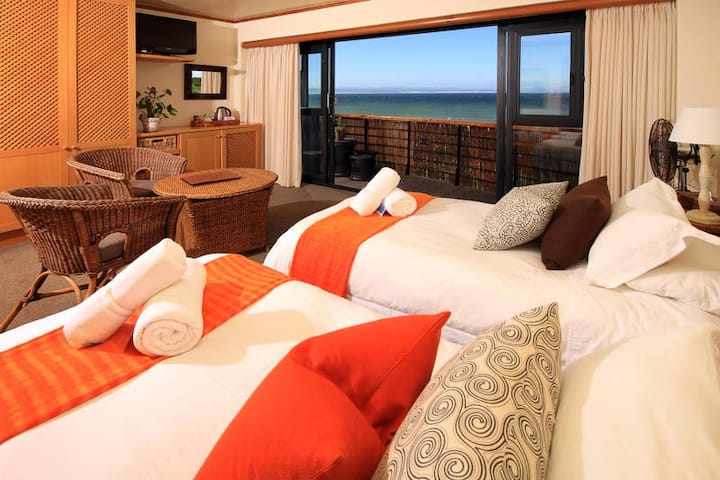 African Perfection1: Room 8 - Sea View Suite