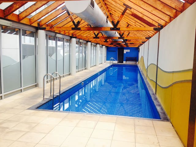 Swimming pool, jacuzzy and sauna