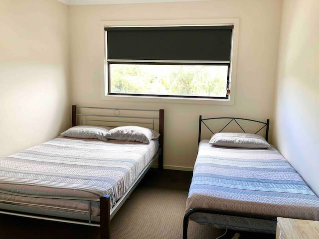 Melbourne Guest House Room 1