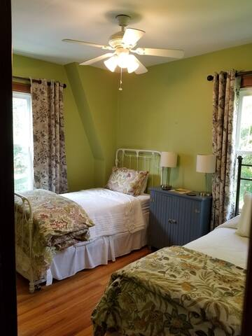 Bedroom 3 - Two Twin Beds