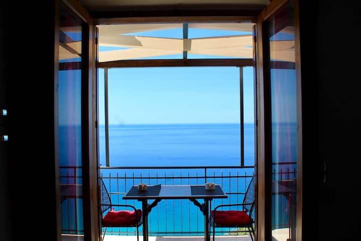 Casa allegra con vista sul mare