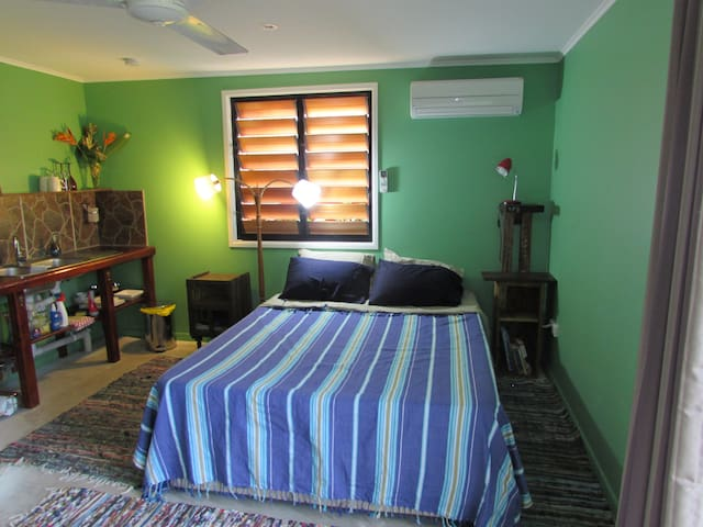 The Green Room - Self contained - Townsville - Hus