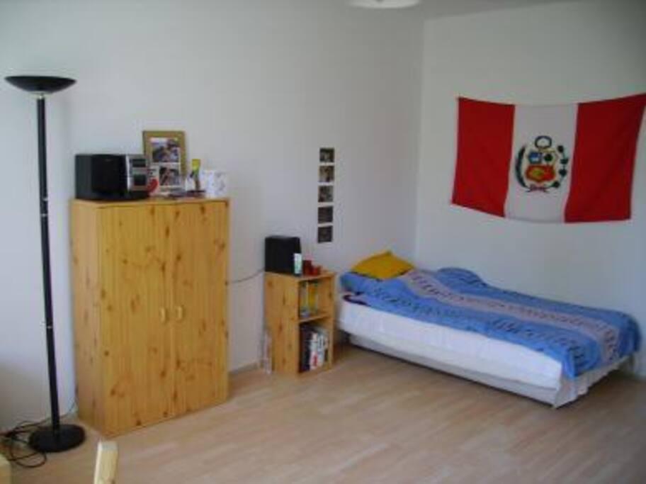 Das Bett wurde durch ein Queensizebett ausgetauscht, also genug Platz für zwei
