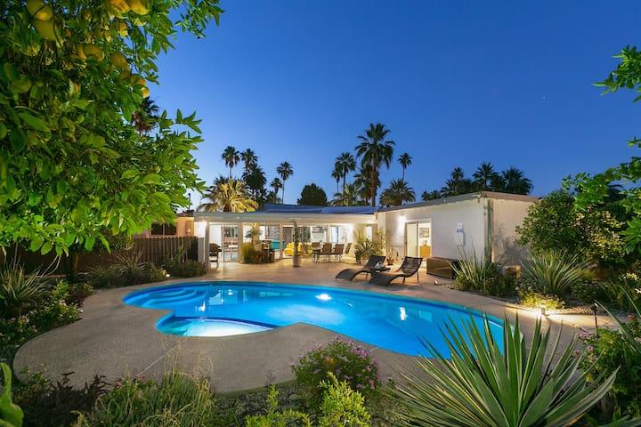 Palm Springs Eco Mid-century Urban Oasis Retreat