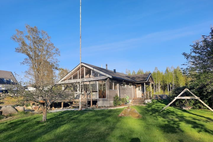 Sjönära sommarhus vid Hjälmaren