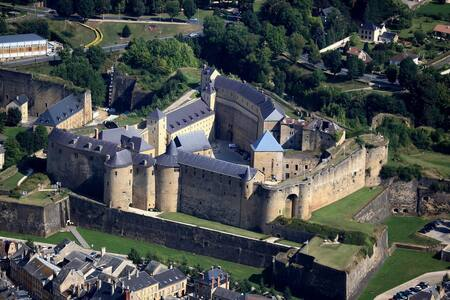 Sedan:  Au Champs de Mars à 100 mètres du château