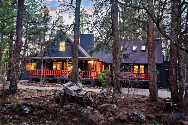 Luxury PinetopCountry B&B 5000 sf up to 21 guests