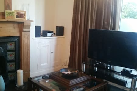 Cosy Double Room Close To Airport & Station - Garston - Rumah