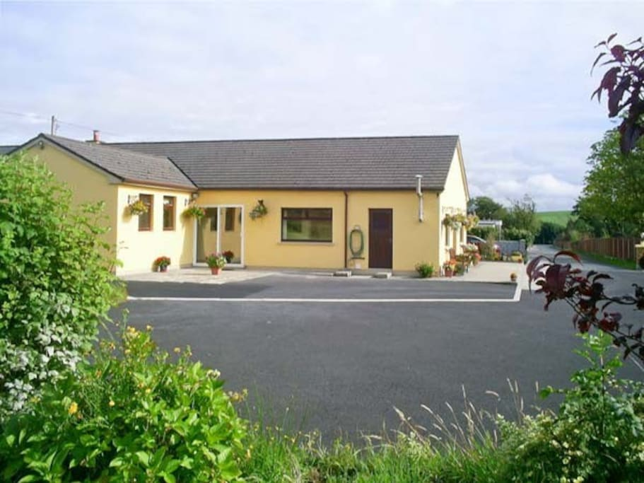 Nice private location - a town location on a private road, with a countryside feeling, yet only 2 minutes to town centre