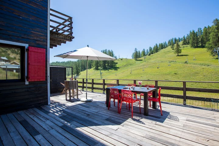 Exquisite mountain getaway on Valberg ski slopes!