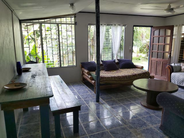 Casita Escondida, Pool, WiFi, Kitchen, parking.