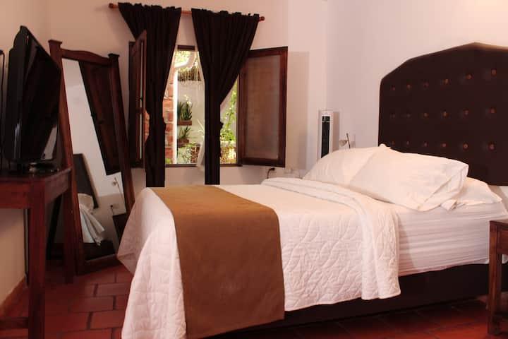 Acogedora habitación superior en hotel colonial