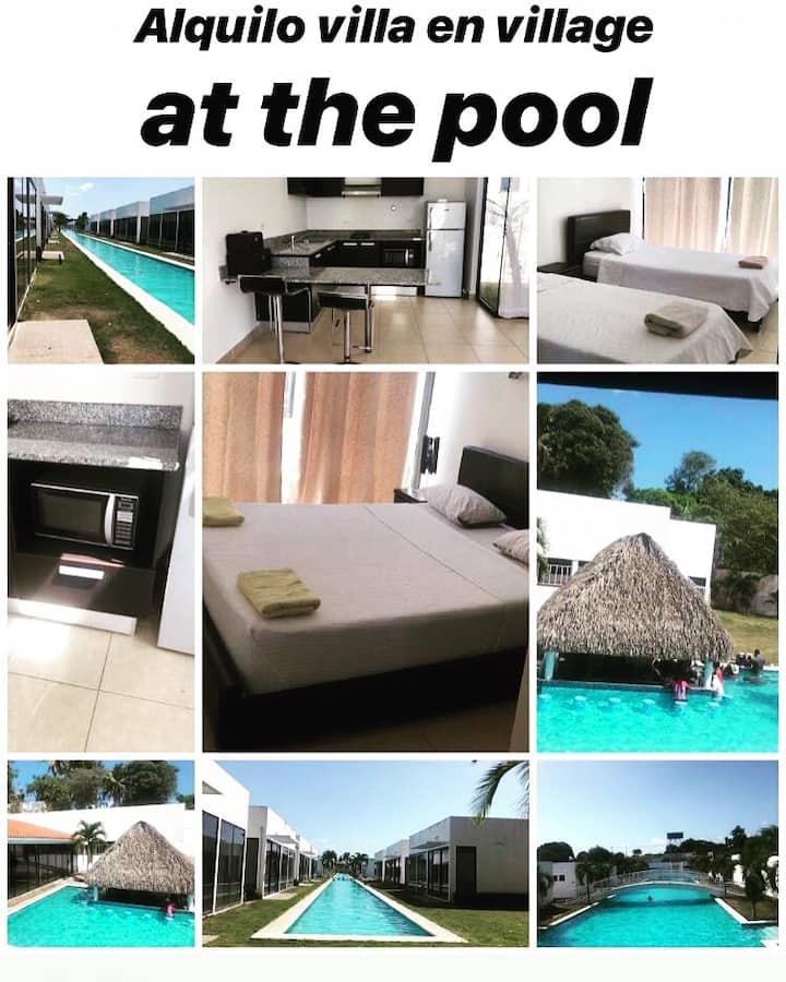 Villa de playa rodeadas de piscinas tipo Venecia